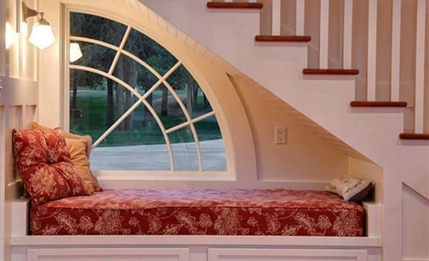 Traditional staircase with window seat i g ishbgzkzk0sctq0000000000 qmn2l