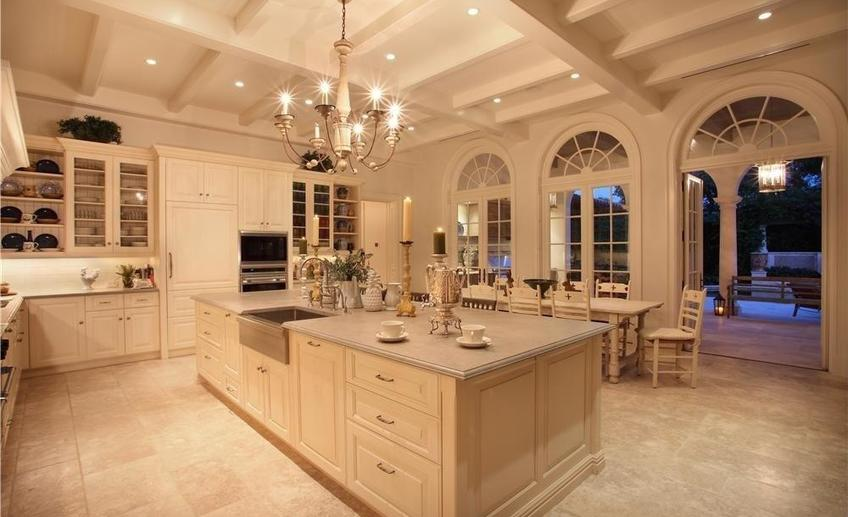Traditional kitchen with white cabinets i g is18qynjk4hwgz pwiac
