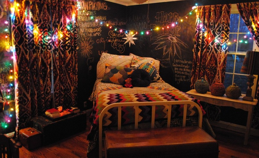 Impressing christmas teen bedroom decor colorful lights wire arrangement across bedroom star ornament hanging on ceiling chalk board bed wall background idea christmas bedroom decorations bedroom fan