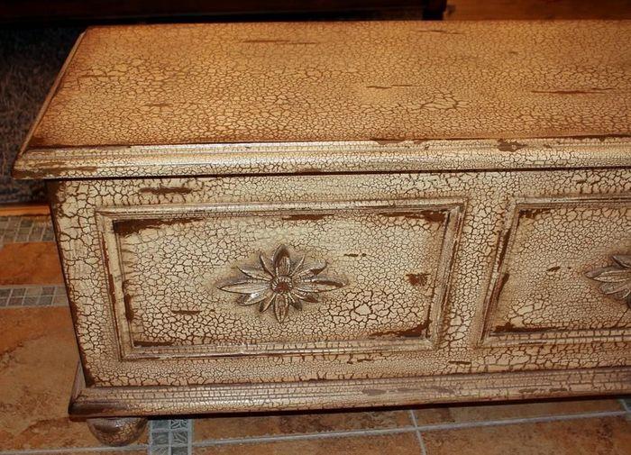 Чем покрасить мебель под старину своими руками