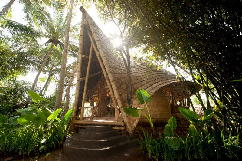 бамбуковый отель на Бали