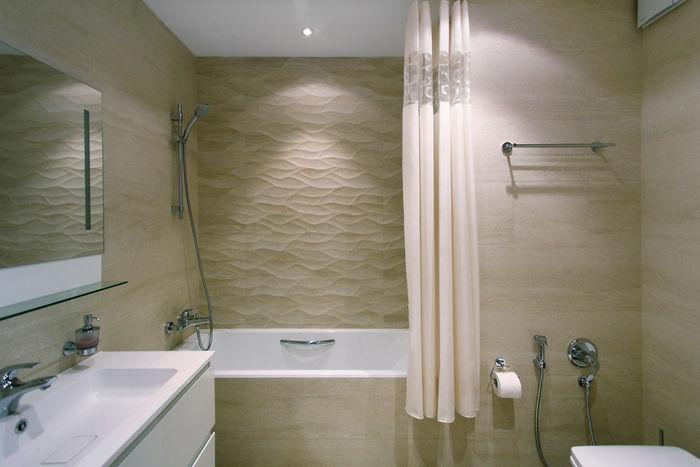 Textured walls in bathroom
