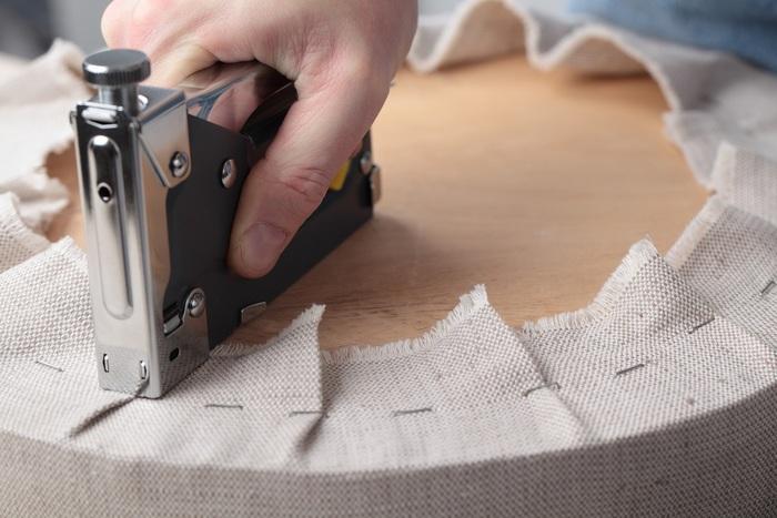 Обтяжка мебели кожзамом своими руками