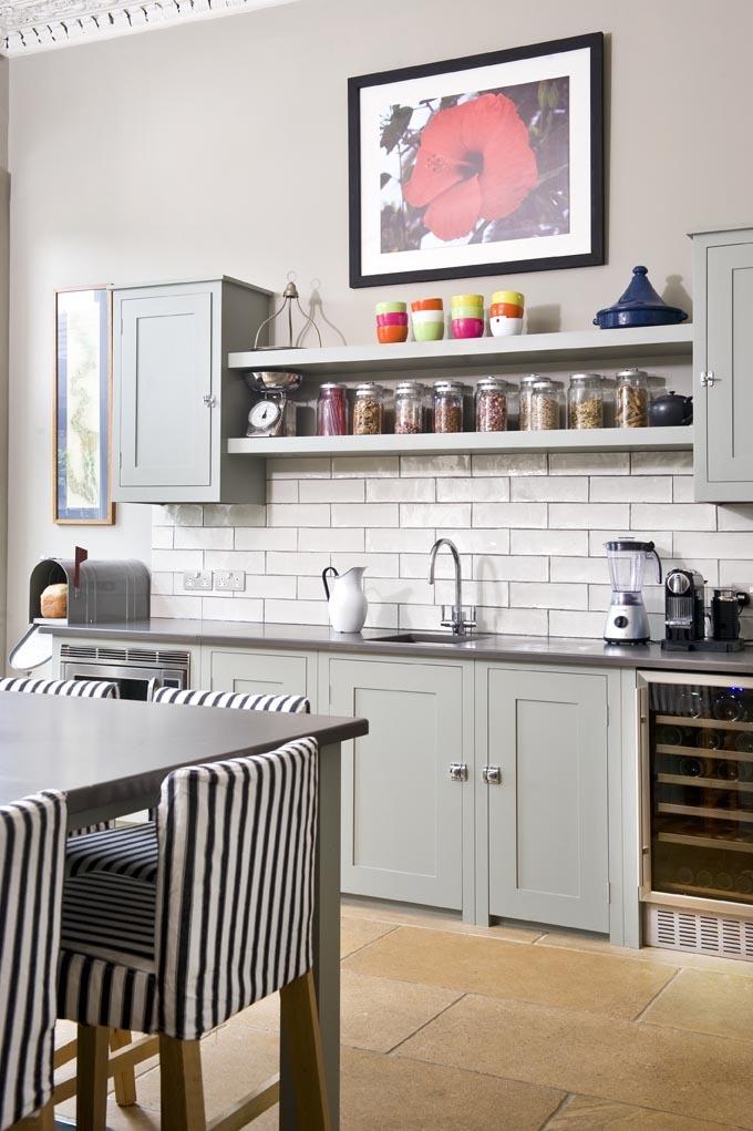 фото кухни с открытыми полками