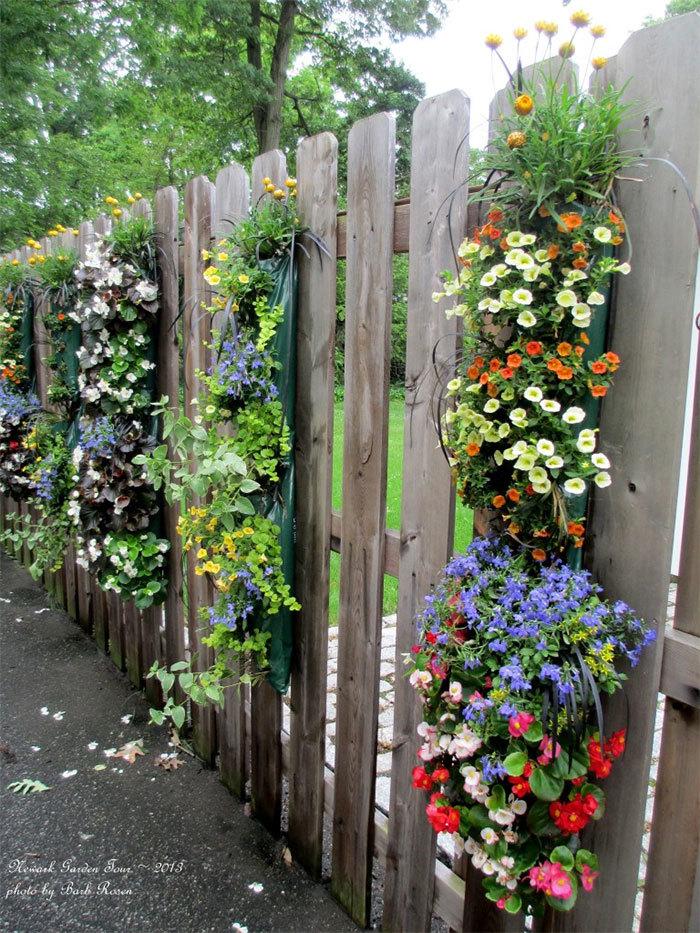 Цветники у забора своими руками на даче