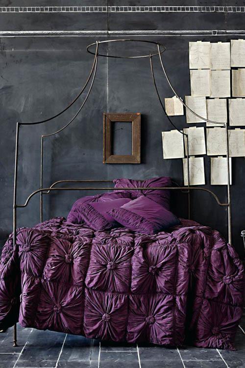 фиолетовый для спальни в сочетании с черным