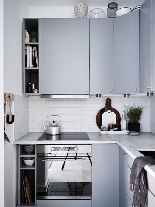 маленькая кухня серого цвета