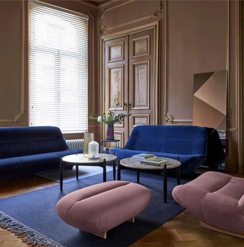 Синий велюровый диван