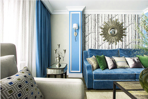 Синий диван и синие шторы в интерьере